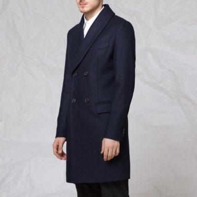 Пальто с шалевым воротником синего цвета