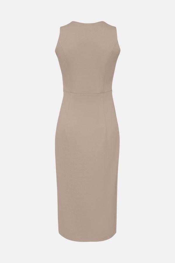 Трикотажное платье карамель
