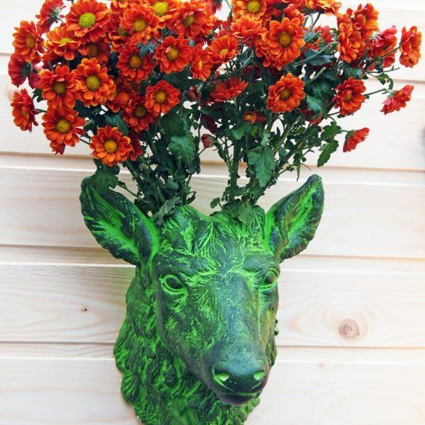Керамическая ваза в виде головы оленя зеленая