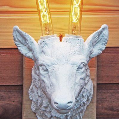 Светильник настенный - Голова оленя белая