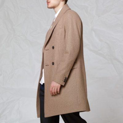 Пальто с шалевым воротником бежевого цвета