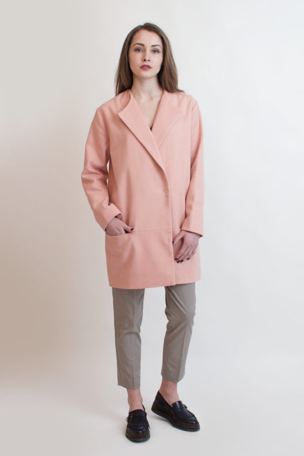 Короткое пальто розовое