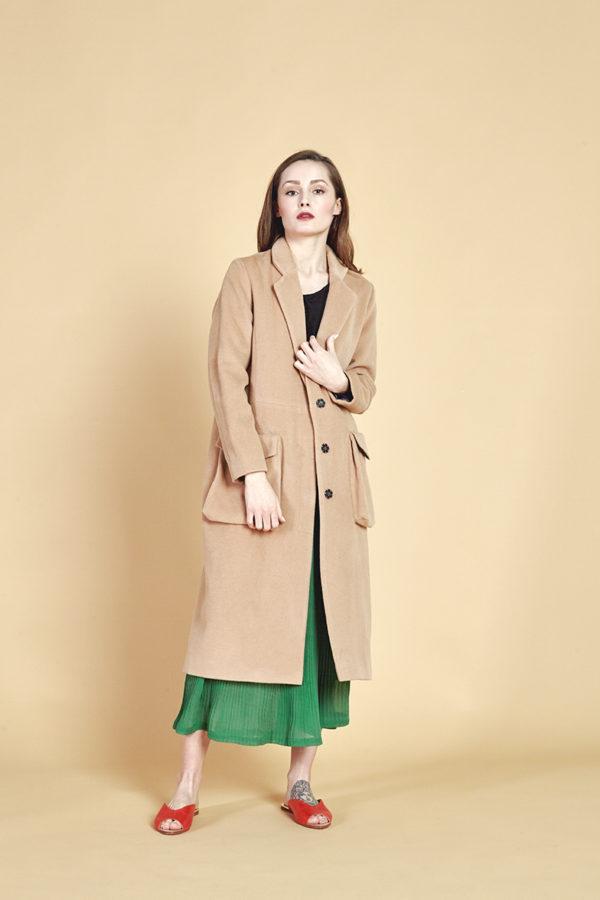 Пальто с накладными карманами бежевое