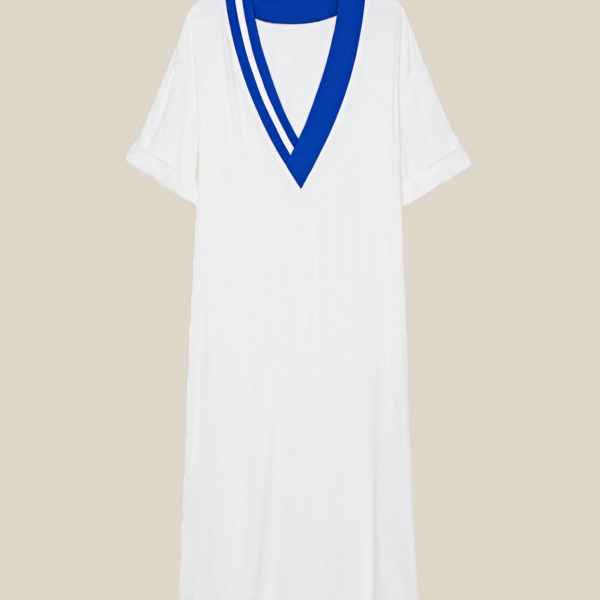 Летнее струящееся платье с яркими полосками белое с синим