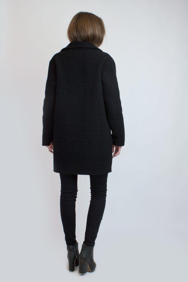 Зимнее короткое пальто черное