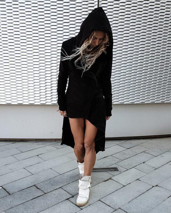Удлиненная косуха черного цвета