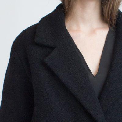 Утеплённое короткое пальто чёрное