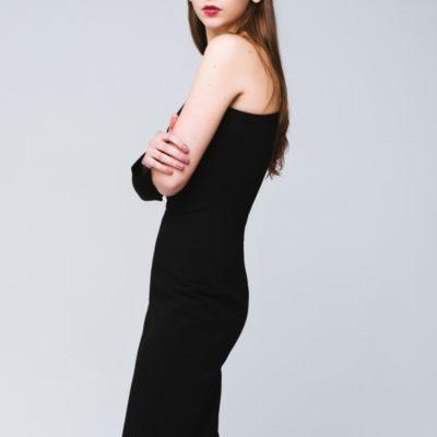 Платье с открытым плечом чёрное