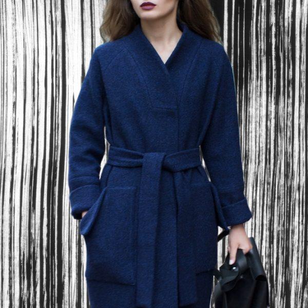Зимнее пальто-халат синее