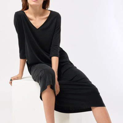 Расклешенное платье черное