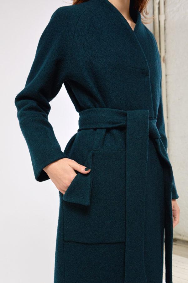 Пальто букле зеленое
