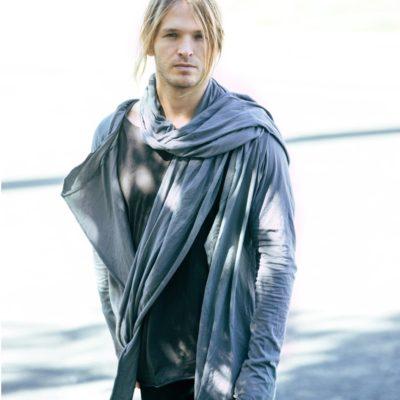Мужская кофта с шарфом