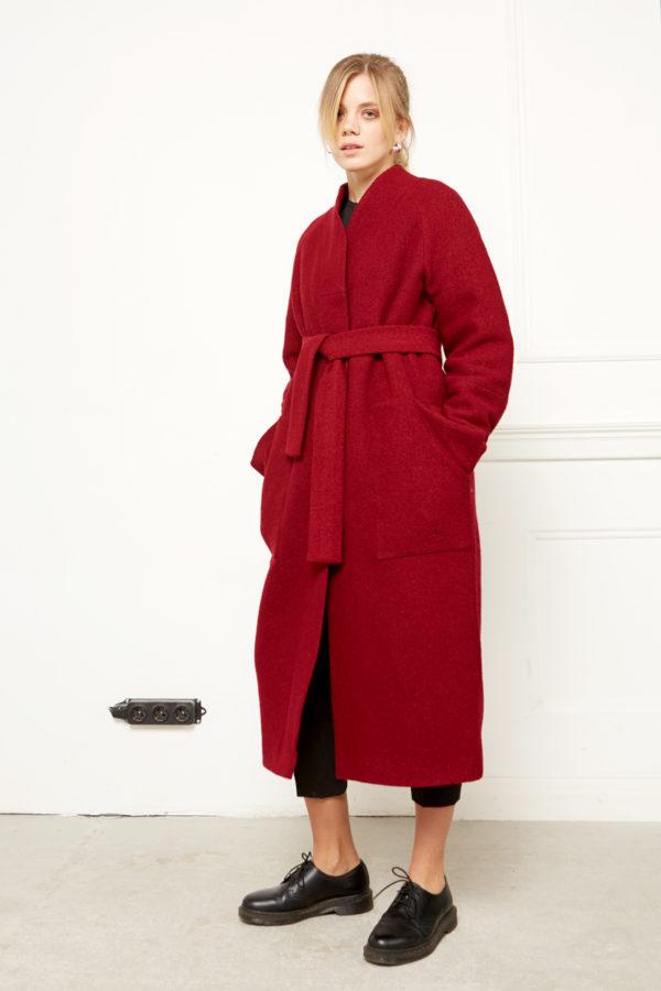 Зимнее пальто бордо