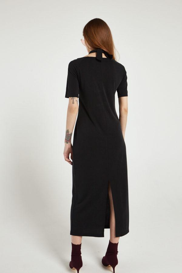 Платье с драпировкой у горловины