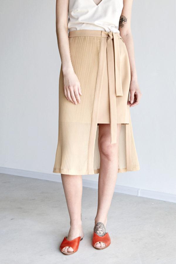 Двухслойная юбка с плиссировкой бежевая