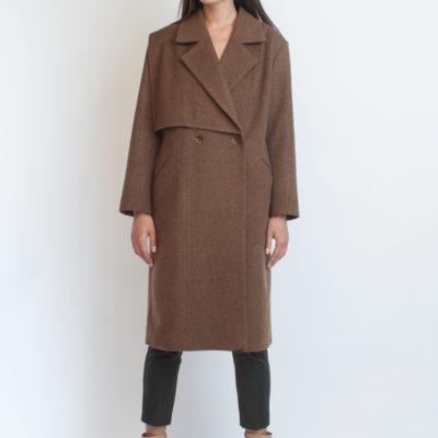 Двубортное пальто коричневое