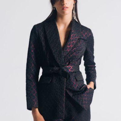 Брючный костюм с узкими брюками бордо
