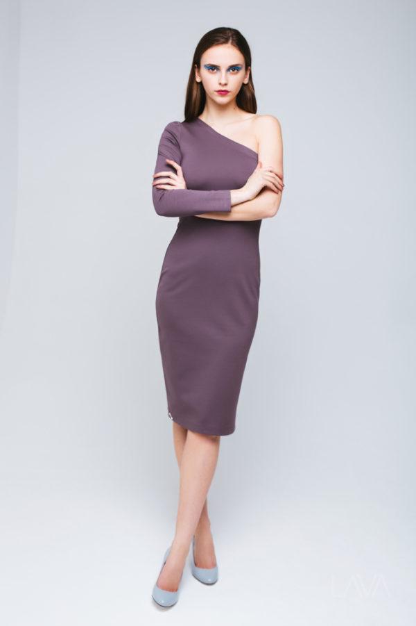 Дизайнерское платье с открытым плечом кофе