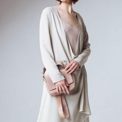 Платье с запахом цвета жемчужного