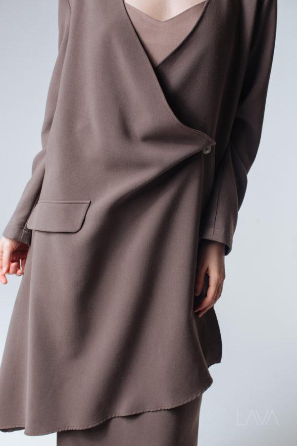 Платье с запахом цвета капучино