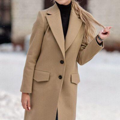 Классическое дизайнерское пальто бежевое