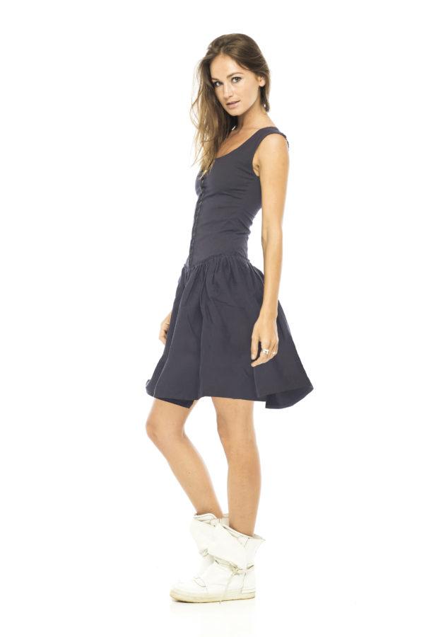 Короткое платье серого цвета