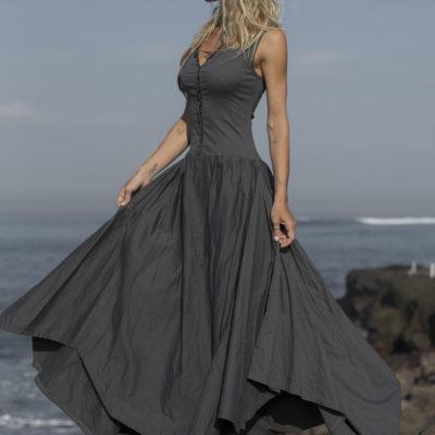 Серое платье с асимметричной юбкой