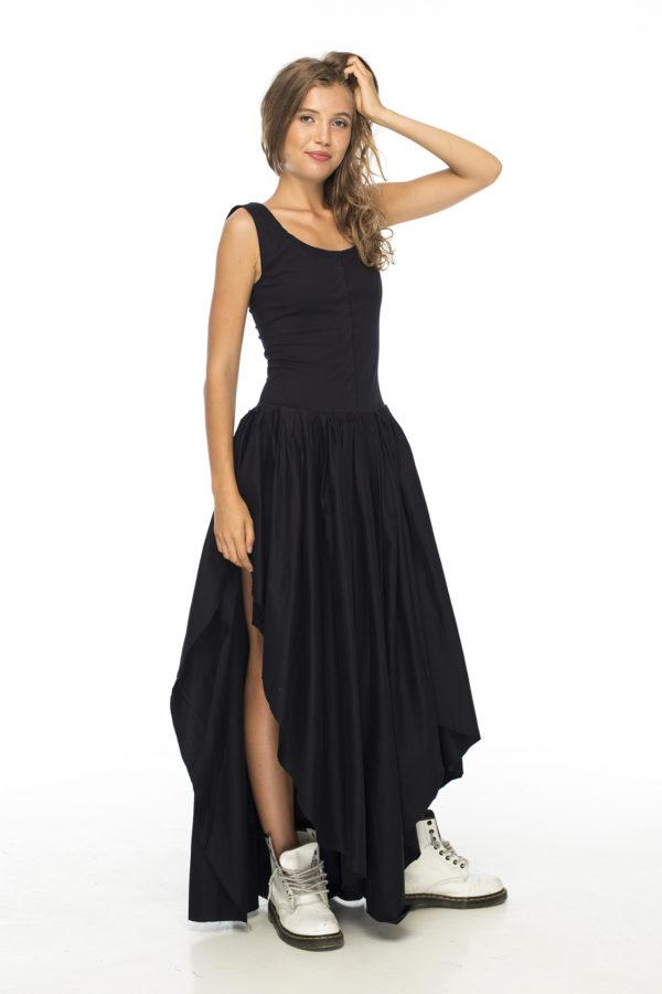 Длинное платье с асимметричной юбкой