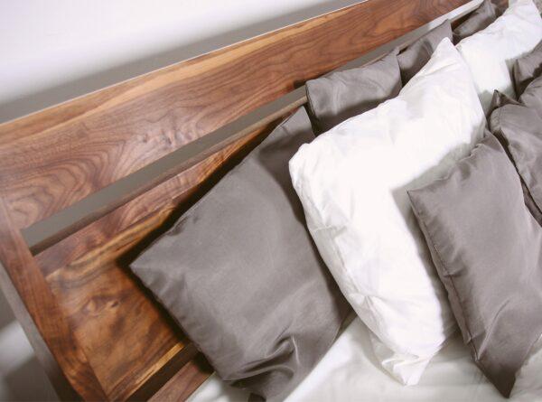 Кровать V12