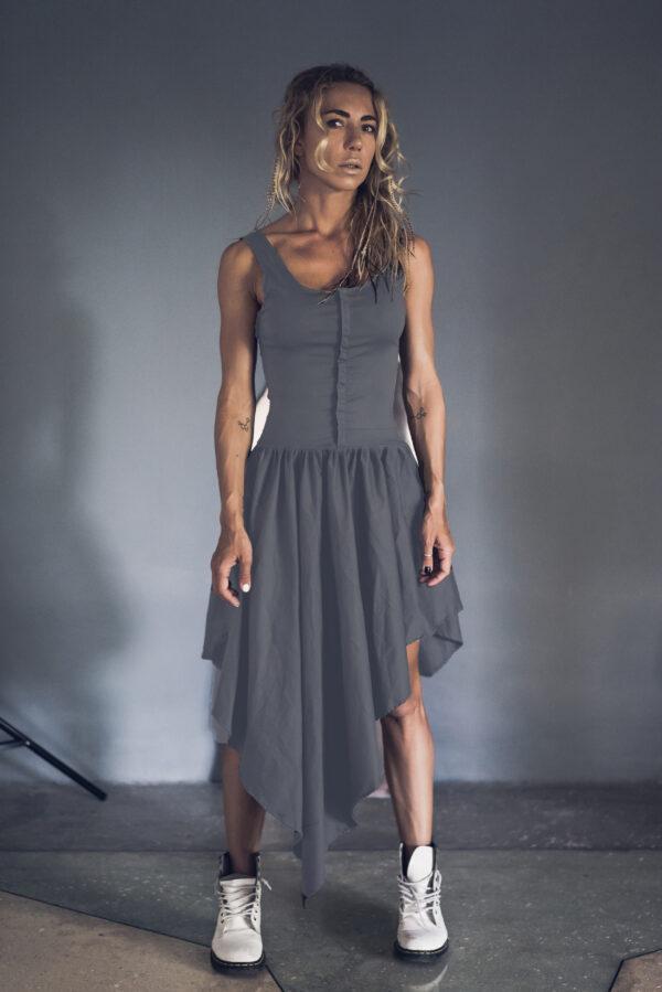 Серое платье с асимметричным подолом