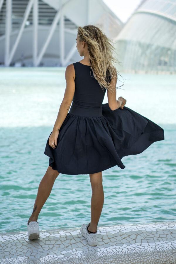 Платье с косой юбкой